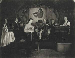 """Joseph Moskowitz, jouant de son tsimbl dans un restaurant français de Washington, le """"Michel's"""""""