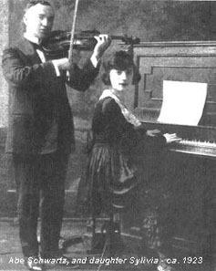 Sylvia Schwartz avec son père Abe, au violon (catalogue du label Victor, 1920, New-York)