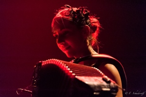 Corinne Dubarry, accordéoniste dans le groupe Anakronic Electro Orchestra