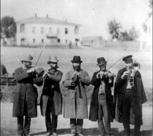 Klezmer musicians, Russia, ca. 1912. (The Russian Museum of Ethnography, St. Petersburg, Russia)